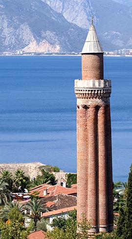 Akdeniz'e Yansıyan Şaheser: Yivli Minare Camii