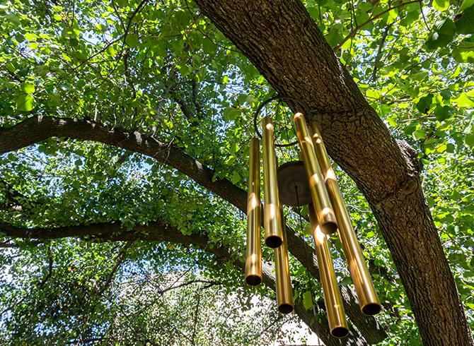 https://blog.baruthotels.com/assets/imgs/upload/605b1d8de193erahatlama-ve-dinginlik-saglayan-mistik-enstrumanlar.jpg